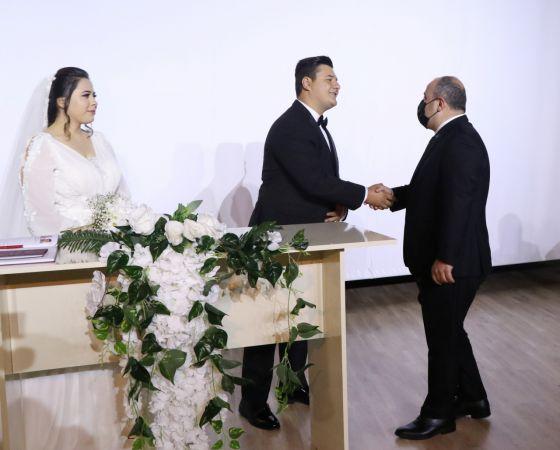 Bakan Varank, darbedilen basın mensubunun nikah şahitliğini yaptı