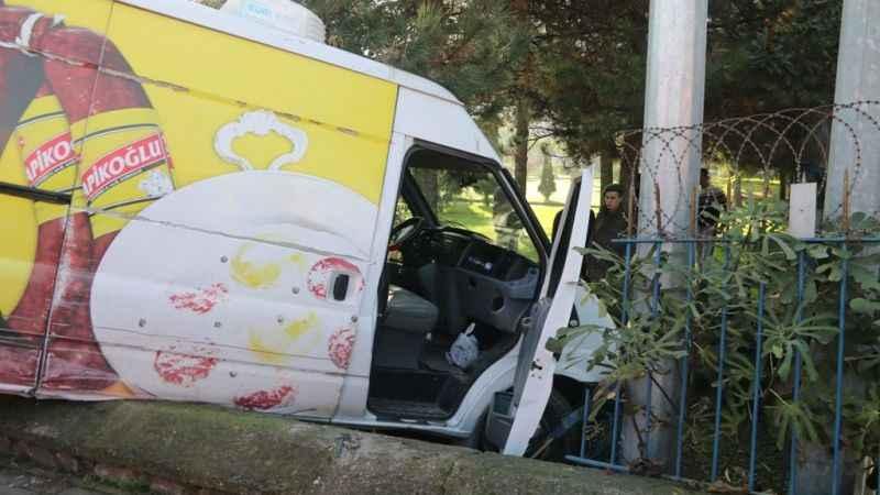 Panelvan araç Jandarma Komutanlığına uçtu!