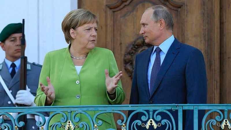 Putin ile Merkel telefonda görüştü