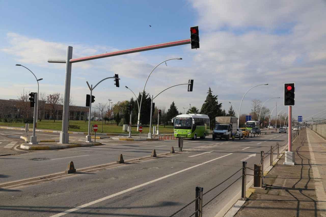 Yeni Nesil Trafik Lambalari Kural Ihlallerine Dur Diyecek