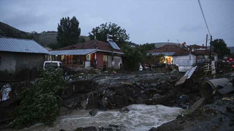 Başkentte kuvvetli sağanak yağış: 2 ölü