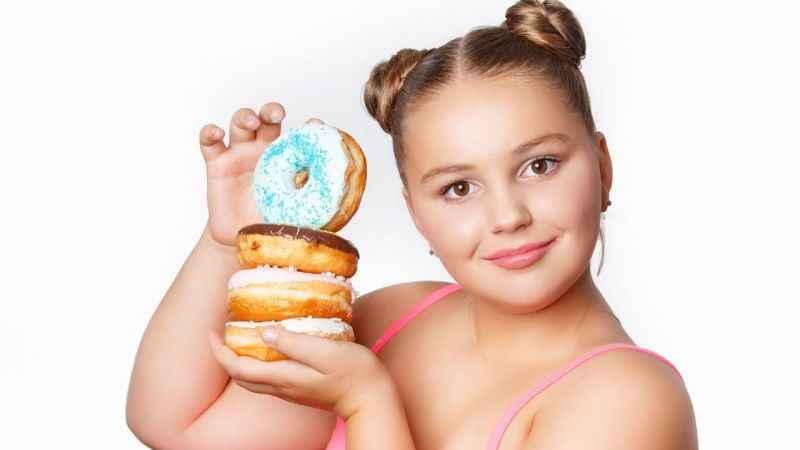 Erişkinlerde görülen obezitenin üçte biri çocukluk çağındabaşlıyor