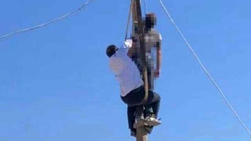 Arıza için çıktığı elektrik direğinde asılı kaldı
