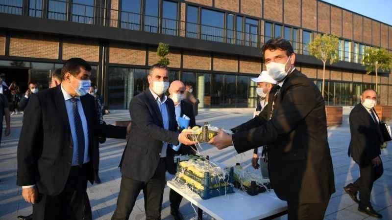 Kocaman'dan Büyükşehir meclis üyelerine Eşme Ayvası