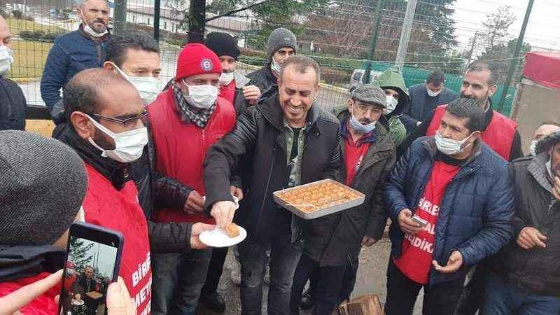 Haluk Levent'ten Baldur işçilerine baklavalı destek