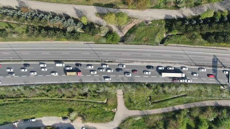 TEM Otoyolunda kısıtlama öncesi trafik yoğunluğu