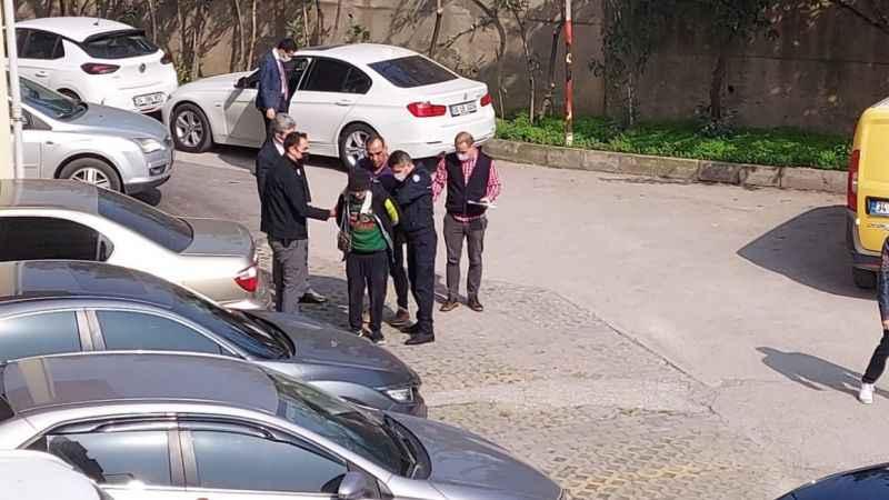 Kocaeli Adliyesi'nde makasla araçlara zarar veren şüpheli yakalandı