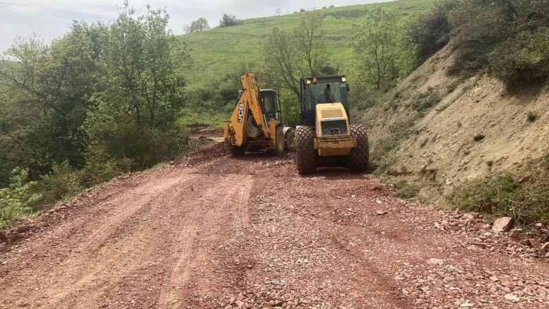 Kısıtlamada İzmit köy yolarında da üst yapı çalışmaları yapılıyor