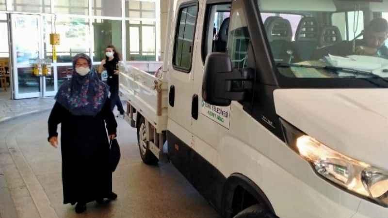 Mahmure Teyze'ye belediye personelinden yardım