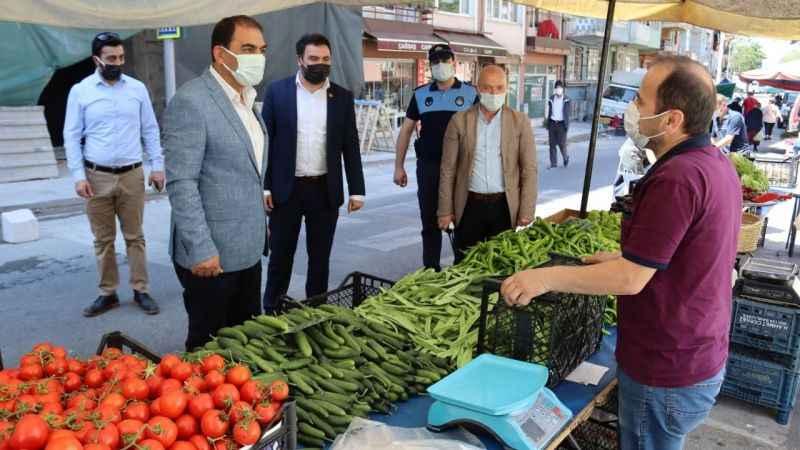 İzmit Belediyesi pazarcı esnafını yalnız bırakmıyor