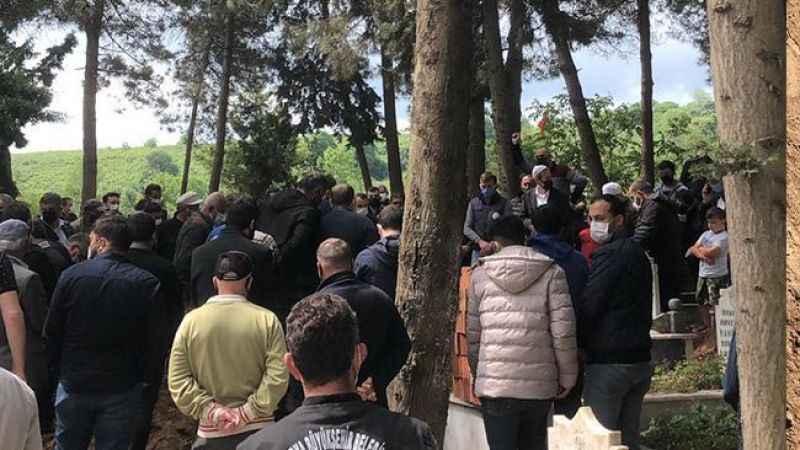 Vefat eden Sakaryaspor taraftarı son yolculuğuna uğurlandı
