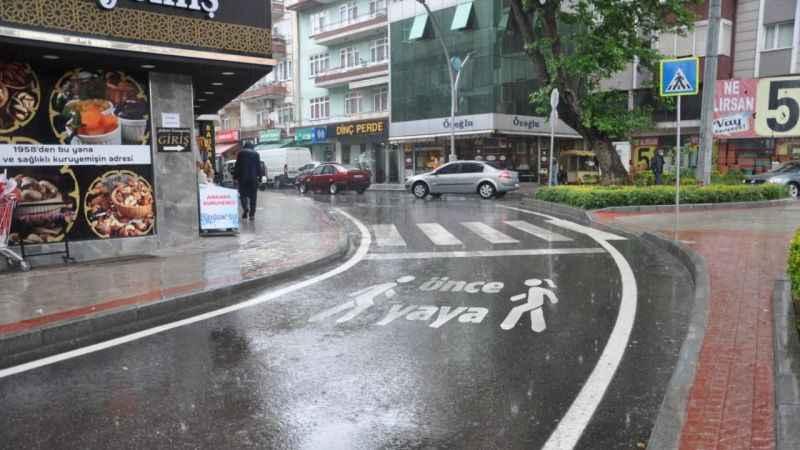 İzmit Bağdat ve Zincirlikuyu Caddelerine aşınma asfaltı serildi