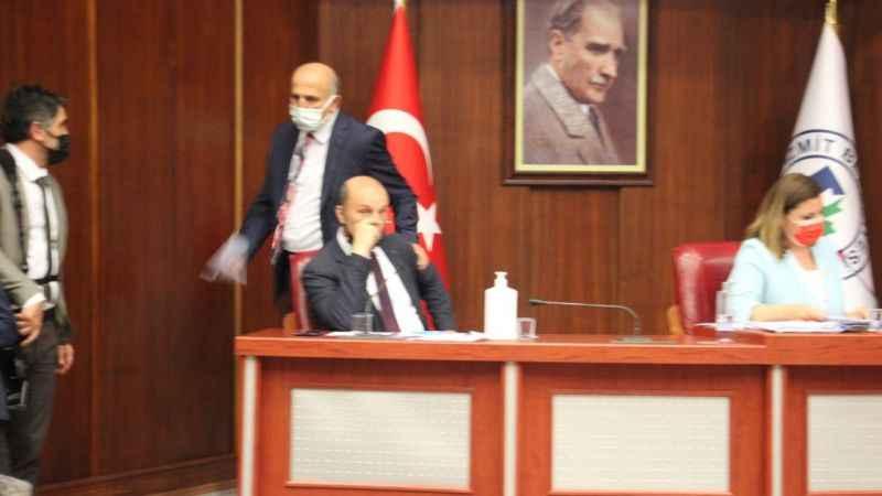 Mecliste 'heykel' krizi tartışmalara neden oldu