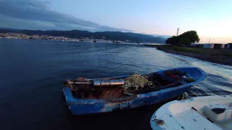 Kaçak midye teknesine polis baskını