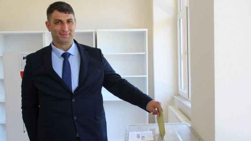 Muhtarlık seçimi için Balaban'da vatandaşlar sandık başında