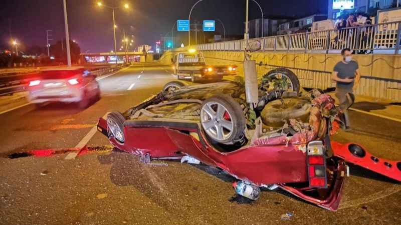 Takla atan otomobildeki iki kardeş yaralandı