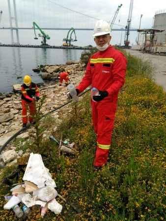 Polisan Holding, deniz ve  rıhtımdaki çöpleri topladı