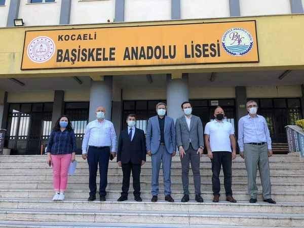 AKP'li Yılmaz Başiskele'yi turladı