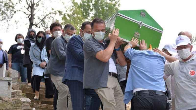 Huzurevinin Mehmet Ali amcası son yolculuğuna uğurlandı