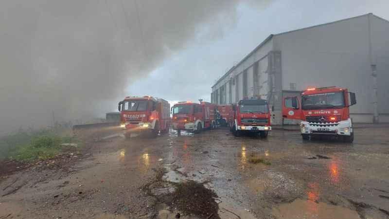 Kocaeli'de fabrikanın deposunda yangın