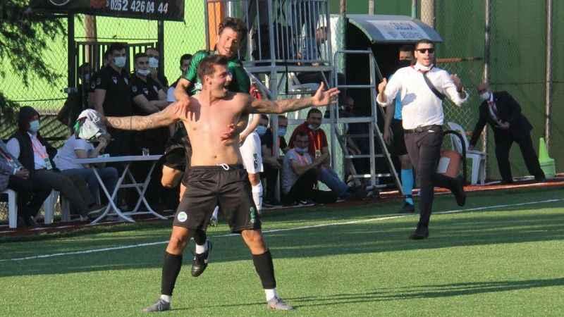 Ufuk Özbek: Futbolcu şansı kendisi yaratmalı
