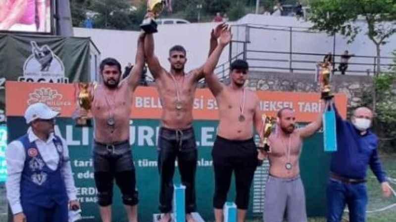 İzmitli güreşçi Seçkin Duman Bursa'da şampiyon oldu