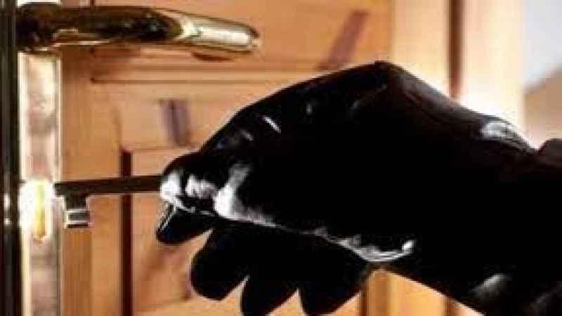 Ev hırsızı polise yakalandı