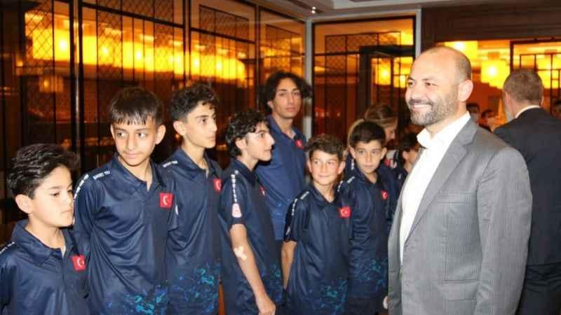 İbrahim Aktürk'ten milli sürat patencilere ziyaret