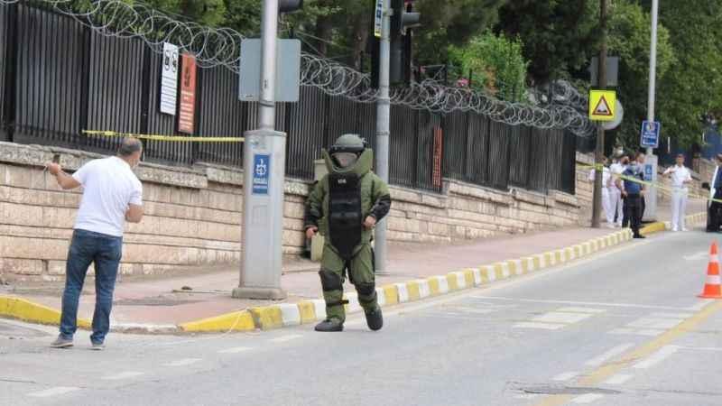 Askerlik şubesi önündeki şüpheli paket paniği