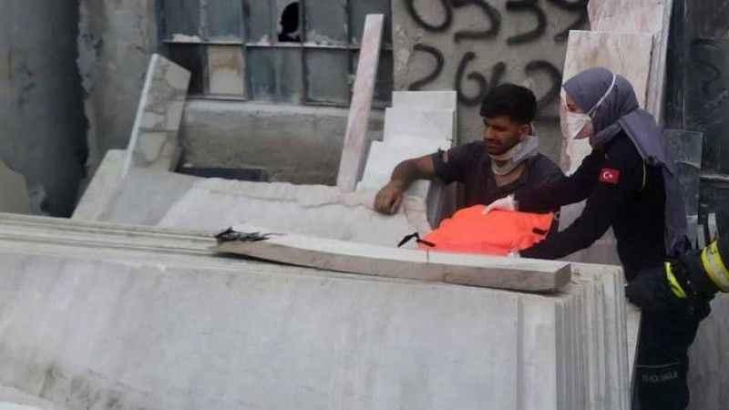 İşçi mermer blokların altında sıkıştı