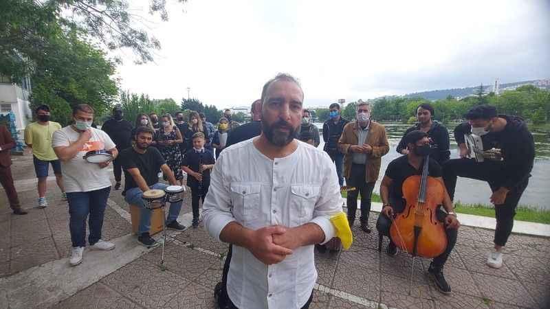 Kocaeli müzisyenler Cumhurbaşkanı Erdoğan'a şarkı ile seslendi