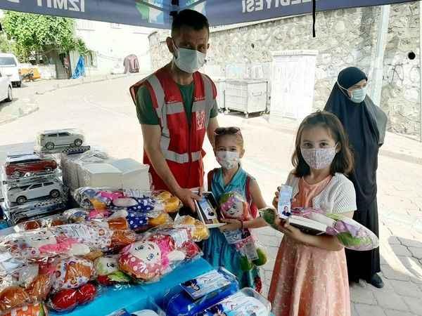 İzmit köylerinde karne hediyeleri İzmit Belediyesinden