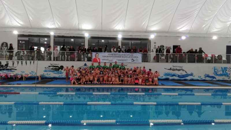İzmit Belediyesinin ücretsiz yüzme kursları başlıyor