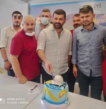 İYİ Parti Kartepe'de  Tamyüksel'e  doğum günü sürprizi