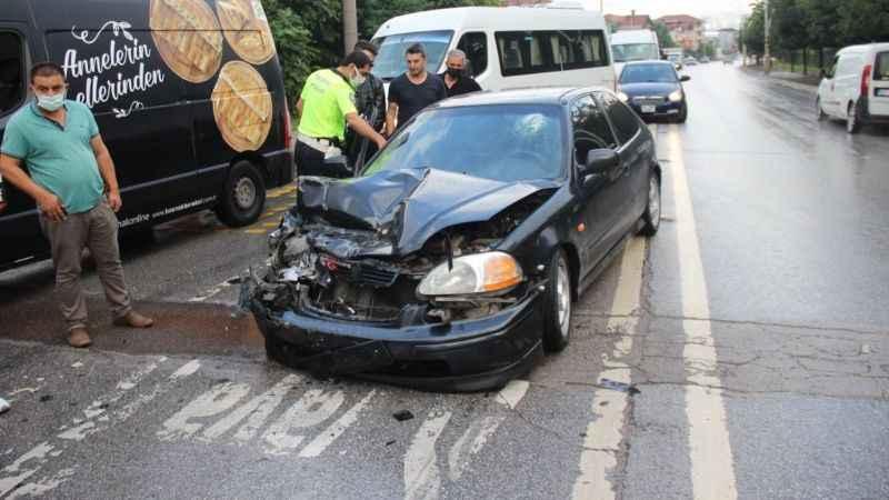 Otomobil tıra arkadan çarptı: 2 yaralı