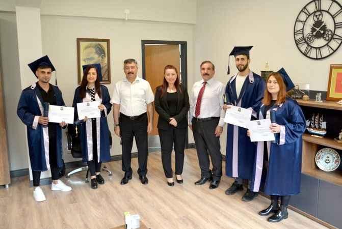 Karamürsel'de çırak ve kalfalara  'Meslek Lisesi Diploması' verildi