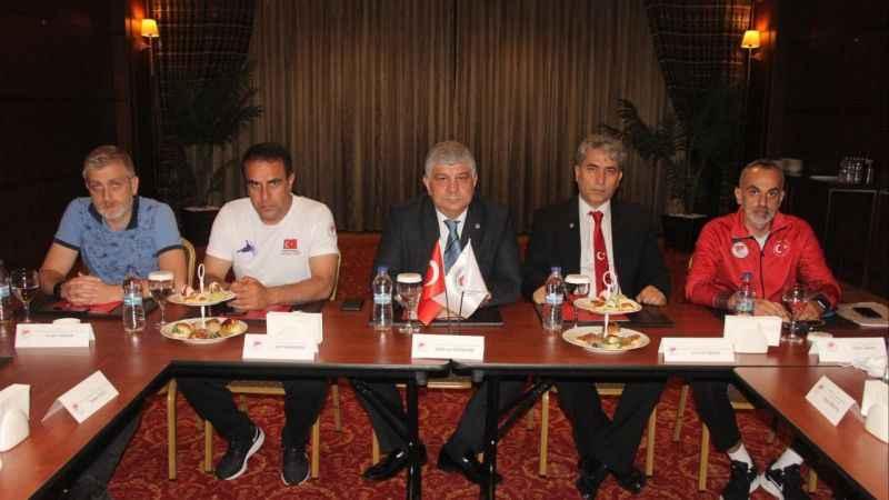 Federasyon Başkanı Özdemir bu kez kulüplerle buluştu