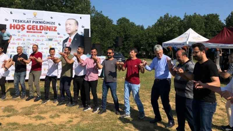 AKP, hafta sonu mesai yaptı! Ellibeş, teşkilatla birlikte halay çekti