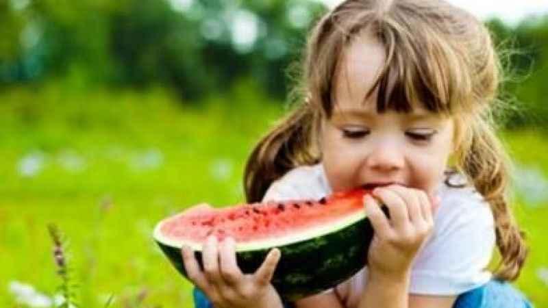 Yaz aylarında doğru beslenmeyen çocuklar kilo sorunlarıyla karşılaşıyor