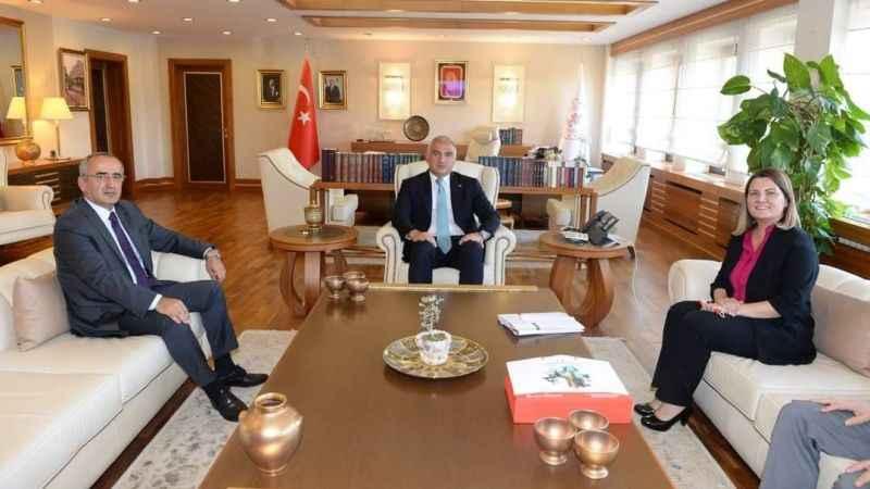 Hürriyet, tarihi imzaya Bakan Ersoy'u davet etti