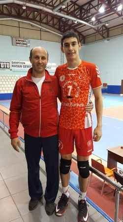 İzmitli Alper Omurca Efeler Ligi'ne transfer yaptı
