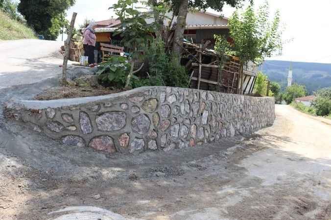 Nebihoca Mahallesi'nde istinat duvarı çalışmaları tamamlandı