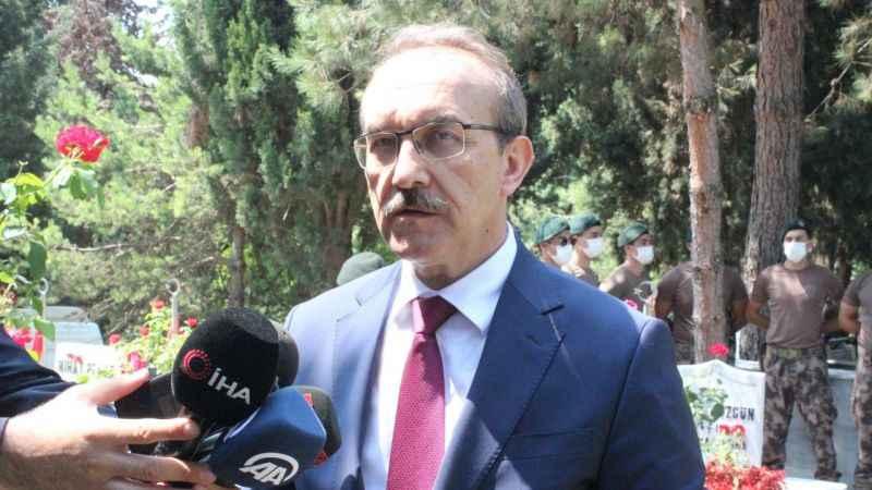 """Vali Yavuz şehitliği ziyaretinde konuştu: """"Bir milyon 500 bin aşı yapıldı"""""""