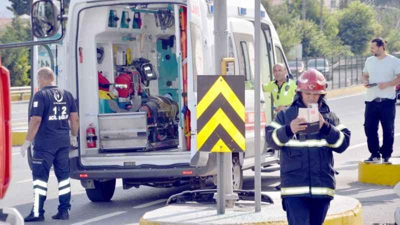 Kocaeli'de panelvan ile otomobil çarpıştı: 3 yaralı