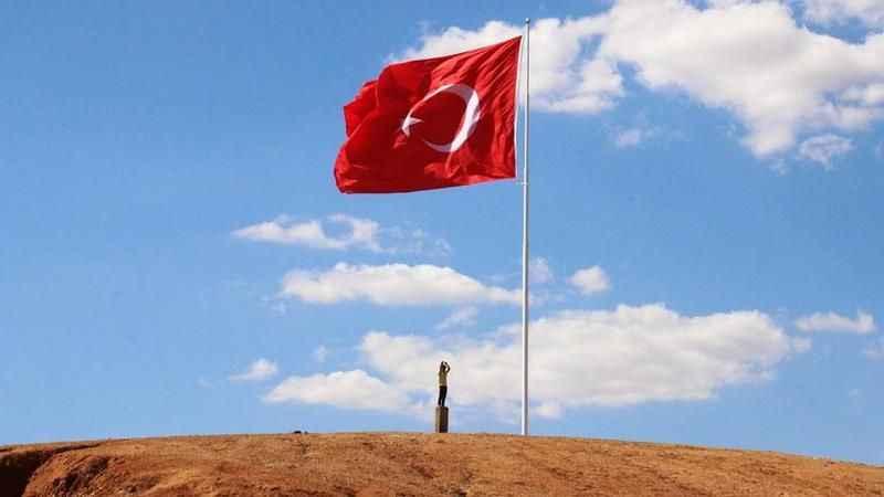 Akpınar'a dev Türk Bayrağı