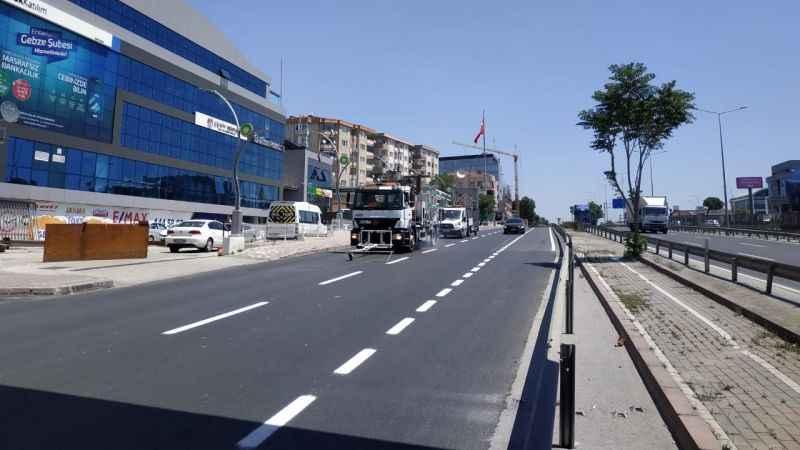 Gebze İstanbul Caddesi'nde yol çizgileri çizildi