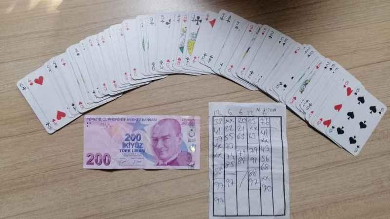 Kahvede kumar oynarken polise yakalandılar