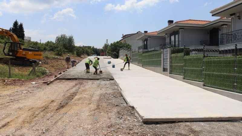 İzmit Belediyesi'nden Tüysüzler'e yeni beton yol