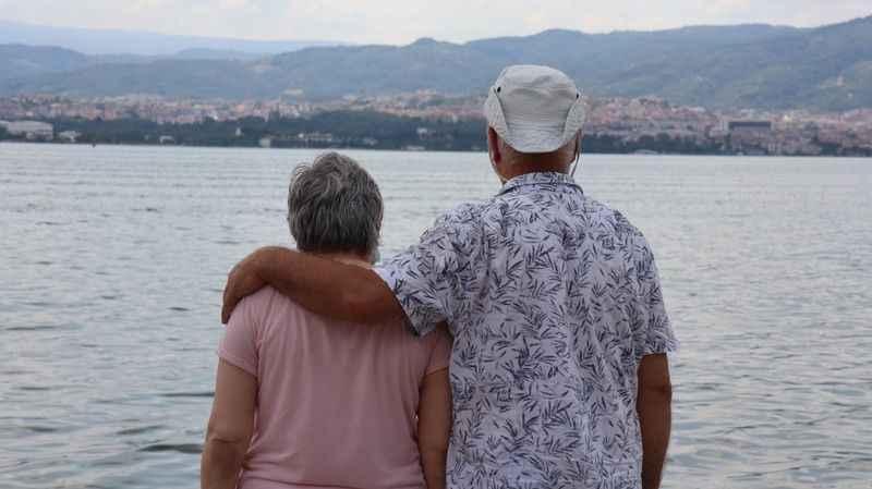 Her şeyi Parkinson hastası eşi için yaptı