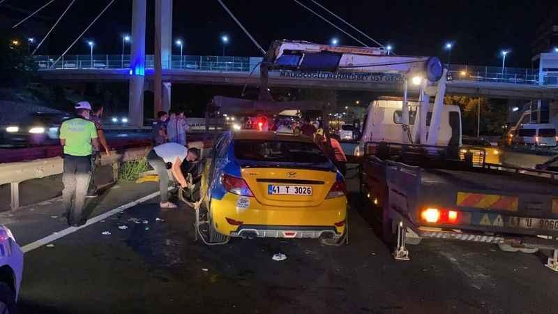 D-100'de 3 ticari taksi birbirine girdi